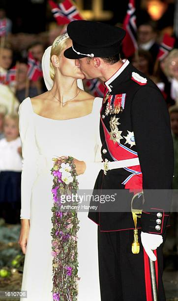 Norwegian Crown Prince Haakon and MetteMarit Tjessem Hoiby kiss after their wedding August 25 2001 at the Oslo Cathedral