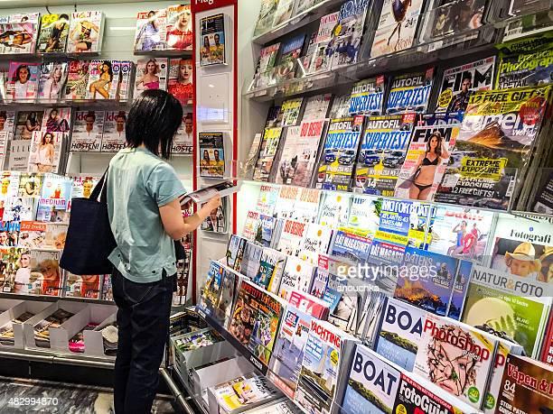 Norwegische Zeitschriften, die für den Verkauf am Flughafen Oslo, Norwegen