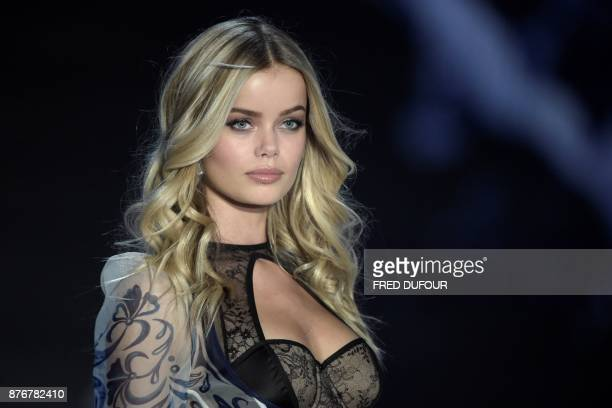 Norwegian model Frida Aasen presents a creation during the 2017 Victoria's Secret Fashion Show in Shanghai on November 20 2017 / AFP PHOTO / FRED...