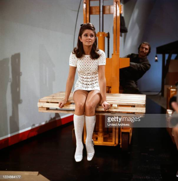 Norwegian singer Wencke Myhre as guest in a television show, Germany early 1970s.