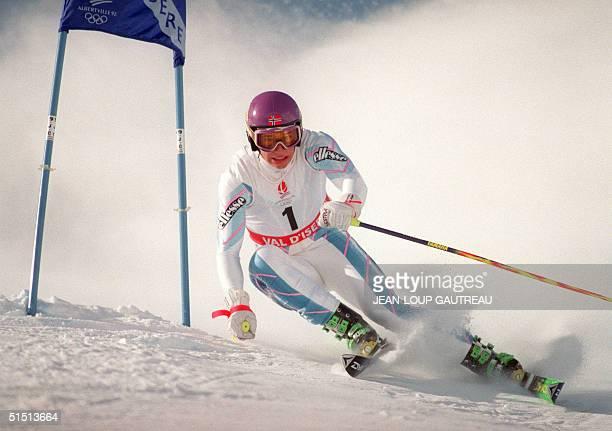 Norwegian skier Kjetil Andre Aamodt clears a gate during the men's giant slalom 18 February 1992 in Val d'Isere, near Albertville, at the Winter...