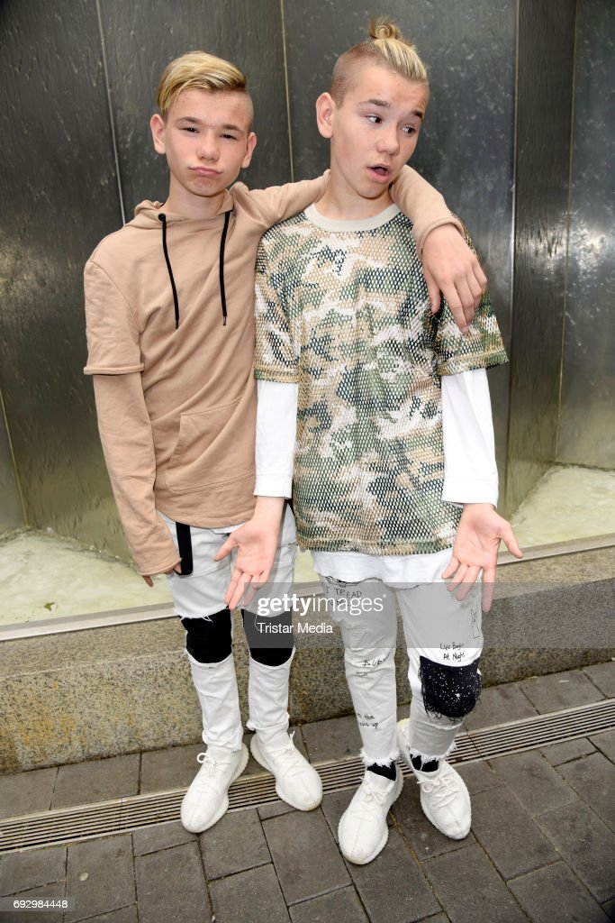 Bare teen duo