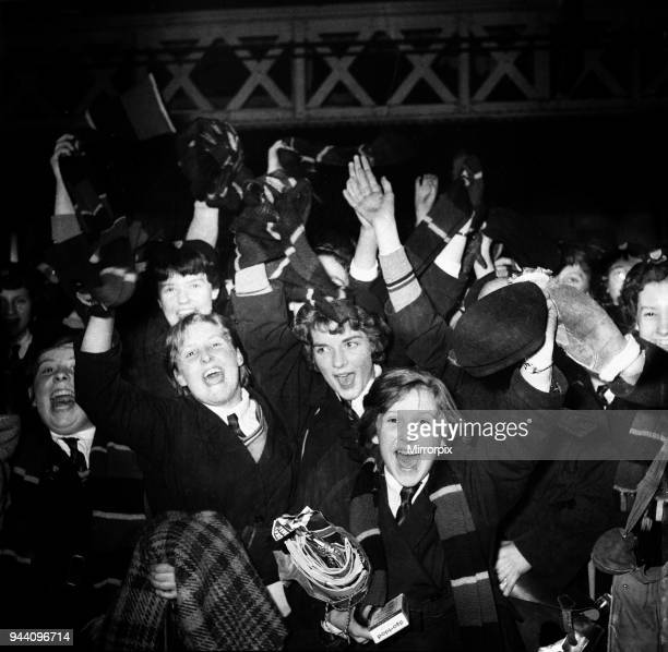 Norwich City FC vs Luton Town. Players return from Liverpool St. To Norwich in a special carriage, 14th March 1959.