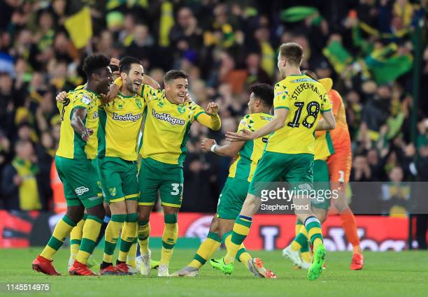 Norwich City players celebrate at full time as they secure promotion to the Premier League following their victory in the Sky Bet Championship match...