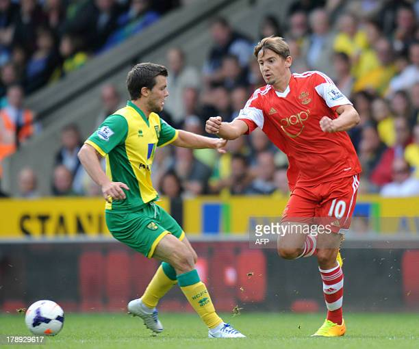 Norwich City's English midfielder Jonathan Howson vies with Southampton's Uruguayan midfielder Gaston Ramirez during the English Premier League...
