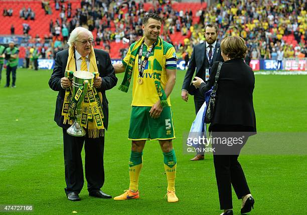 Norwich City's Scottish defender Russell Martin poses with celebrates with Norwich City's joint majority shareholders Michael Wynn Jones and his wife...