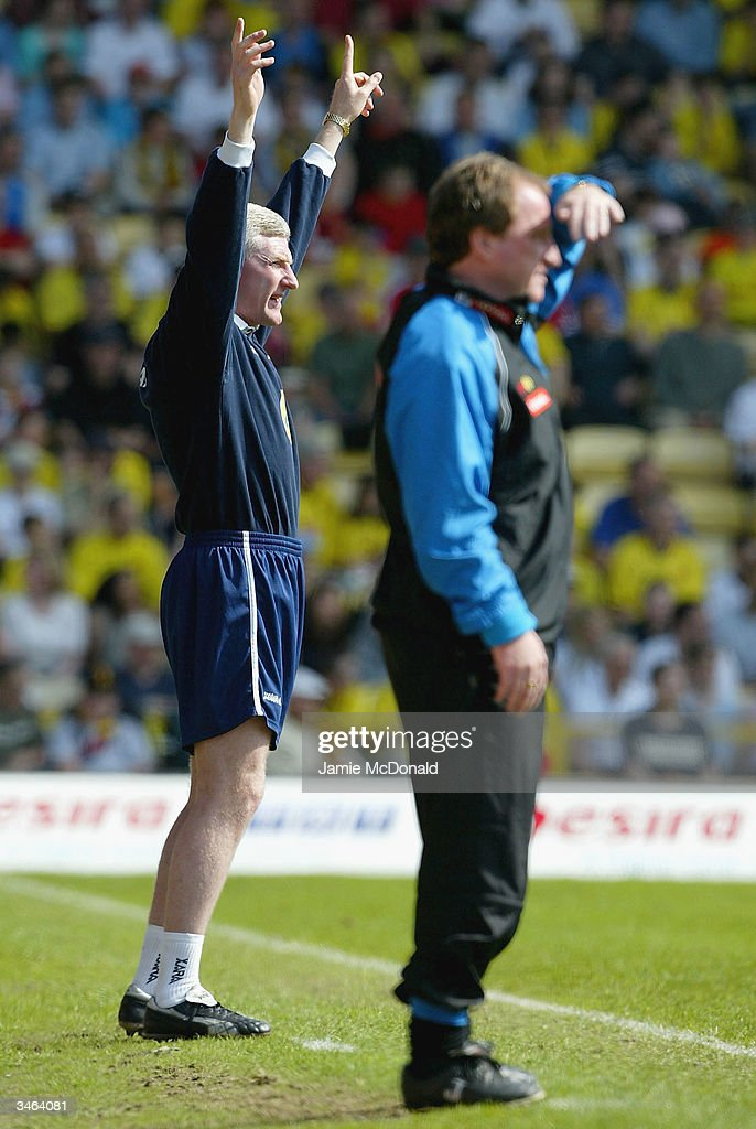 Norwich manager Nigel Worthington shouts orders during the Nationwide Division One match between Watford and Norwich City at Vicarage Road on April 24, 2004 in Watford, England.