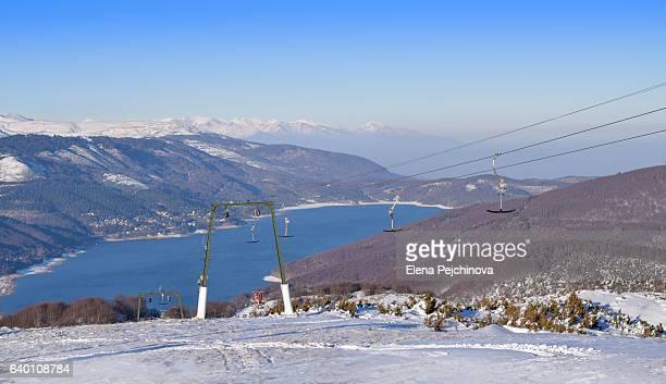 not enough snow for skiing - macedonië land stockfoto's en -beelden