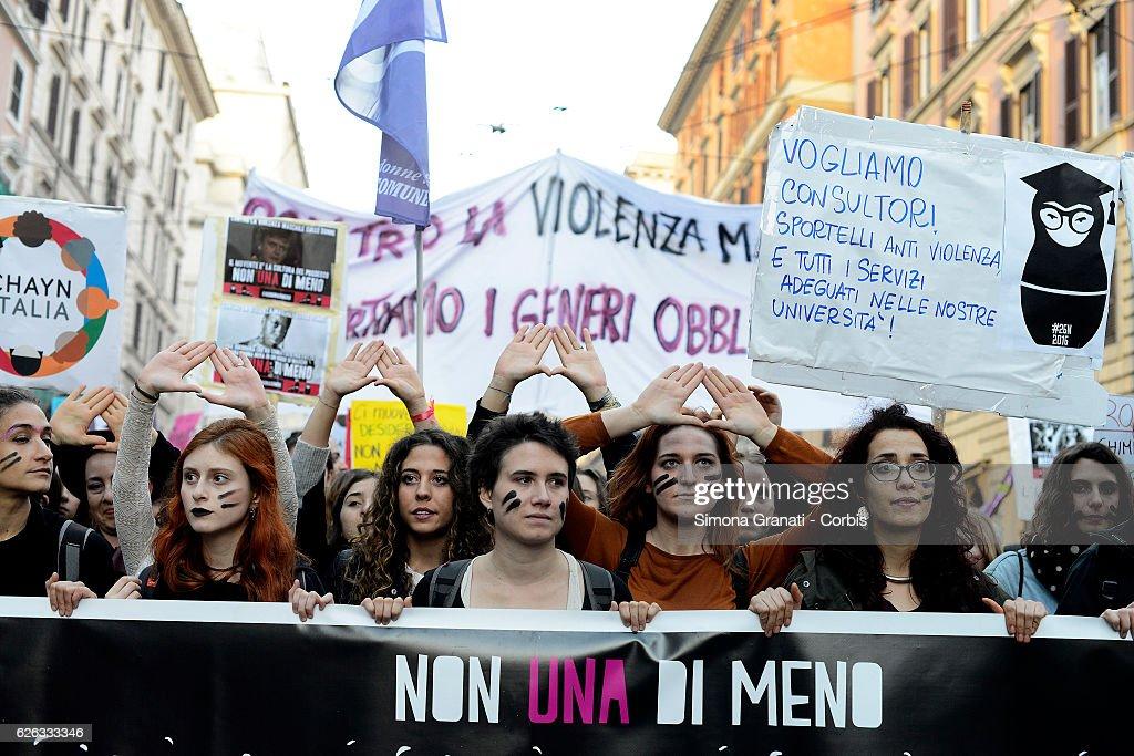 Not one less, feminist demonstration in Rome. : Foto di attualità