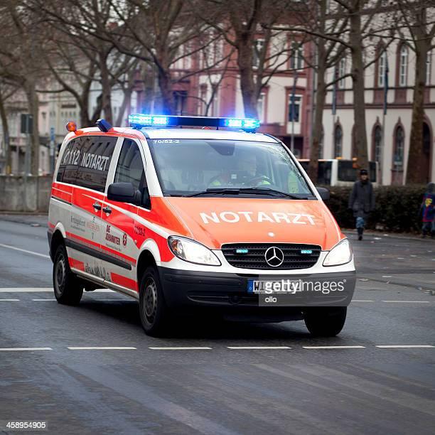 Notarzteinsatzfahrzeug (NEF)-deutsche Rettungswagen Notfall Antwort