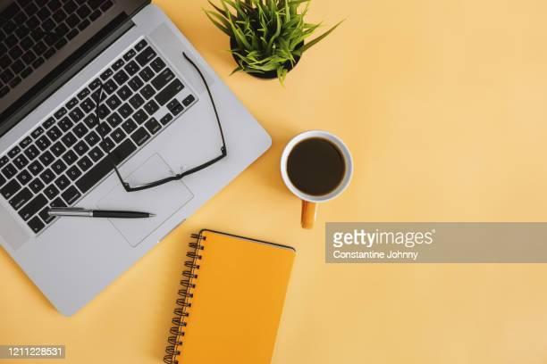 notebook and laptop on work desk - notizbuch stock-fotos und bilder