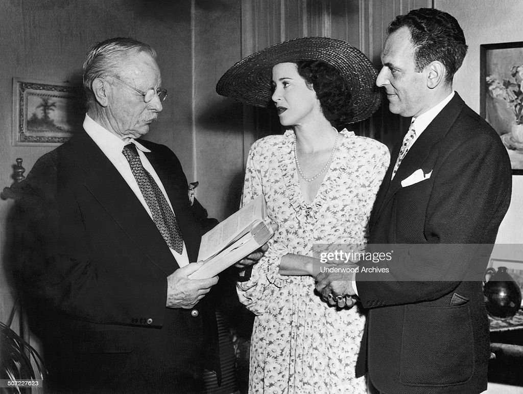 Moss Hart And Kitty Carlisle : News Photo