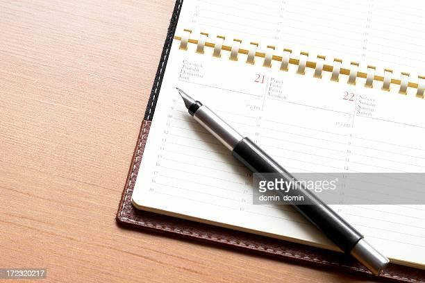 Notizblock mit Kalender in 4 Sprachen.