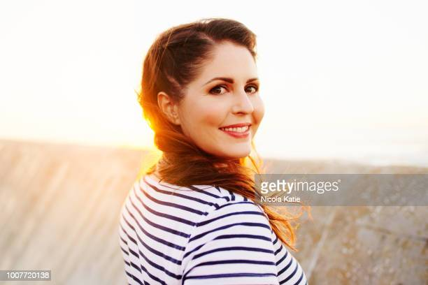 nothing but happiness and sunshine - curvy women stock pictures, royalty-free photos & images