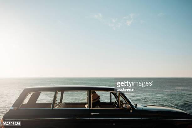 Nichts sagt Sommer wie ein Road-Trip allein der Küste