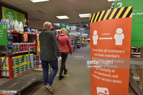 A notice board reminding customers of the 2 metres social distancing at the Homebase store in Rayleigh Weir on April 29 2020 in Rayleigh England DIY...