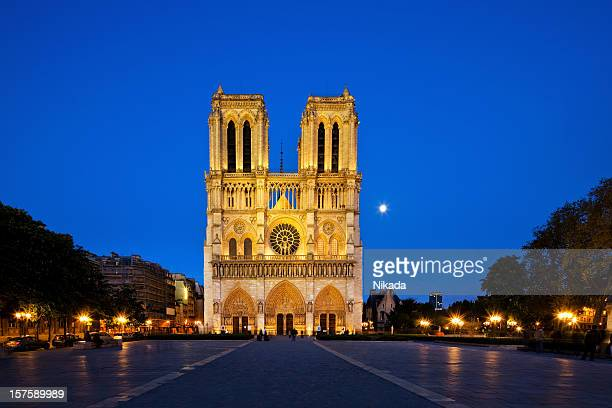 notre dame at night - notre dame de paris stock photos and pictures