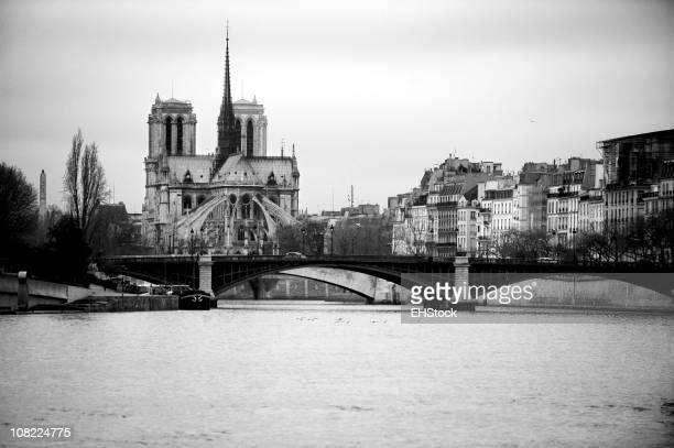 Cathédrale Notre-Dame, le long de la Seine, noir et blanc