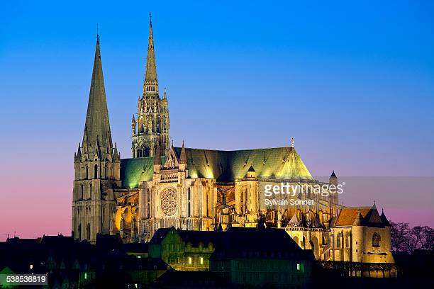 notre dame cathedral, chartres - cathedral stock pictures, royalty-free photos & images