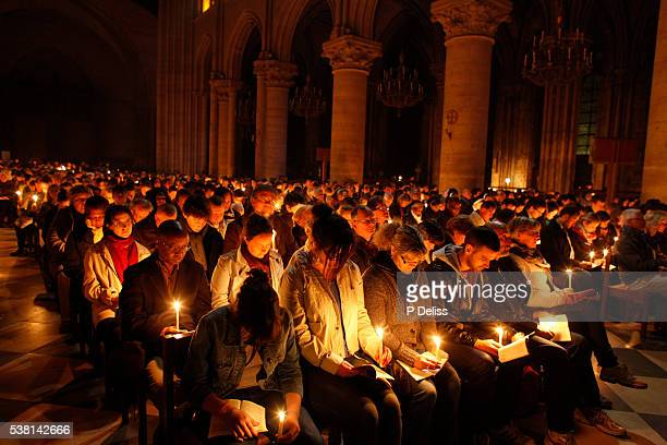notre dame cathedral, paris. easter vigil - holy easter vigil stock pictures, royalty-free photos & images