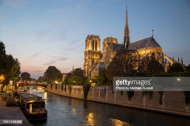 notre dame de paris and the seine at dusk - quayside stock pictures, royalty-free photos & images