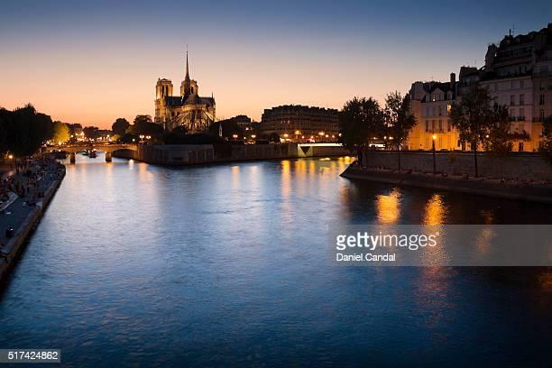 notre dame de paris at sunset from pont de la tournelle - paris island stock photos and pictures