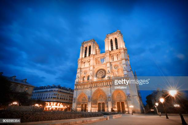 パリノートルダム大聖堂教会 - パリ ノートルダム大聖堂 ストックフォトと画像