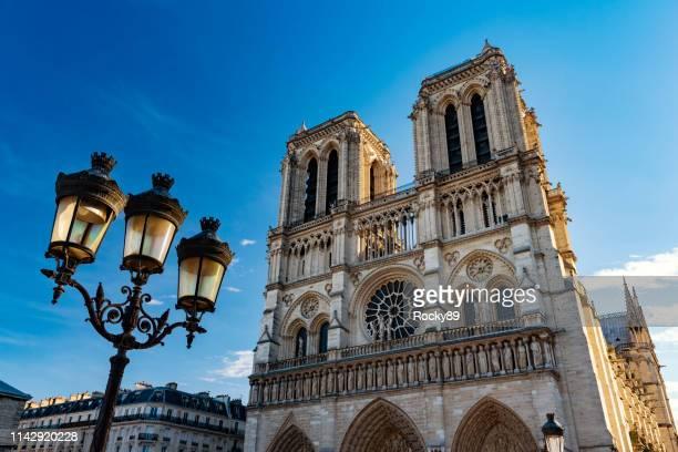 フランス・ノートルダム・ド・パリ - パリ ノートルダム大聖堂 ストックフォトと画像