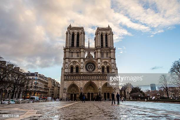notre dame de paris - notre dame de paris stock photos and pictures