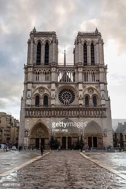 notre dame de paris - paris romantique stock pictures, royalty-free photos & images