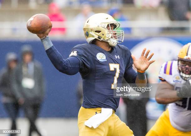 Notre Dame Fighting Irish quarterback Brandon Wimbush passes the ball during the Citrus Bowl between the Notre Dame Fighting Irish and LSU Tigers on...
