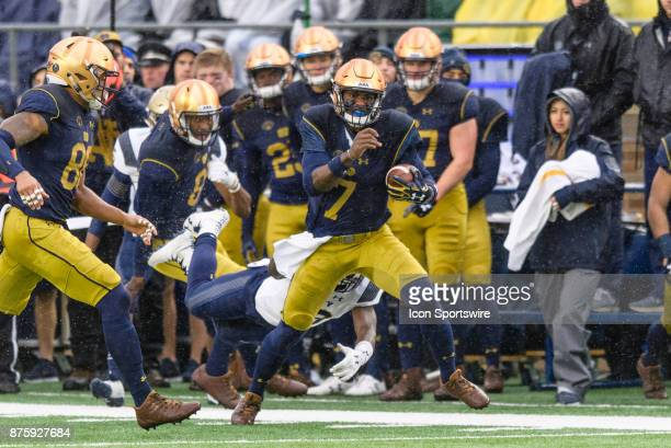 Notre Dame Fighting Irish quarterback Brandon Wimbush runs the ball in the 1st quarter during a college football game between the Navy Midshipmen and...
