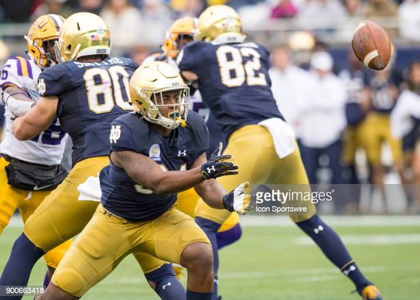 Notre Dame Fighting Irish running back Tony Jones Jr pitches back to Notre Dame Fighting Irish quarterback Brandon Wimbush for a flee flicker during...