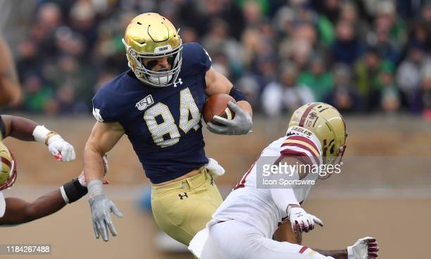 Notre Dame Fighting Irish tight end Cole Kmet runs with the football in game action during a game between the Notre Dame Fighting Irish and the...