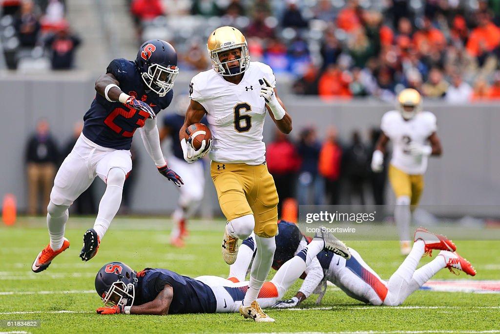 NCAA FOOTBALL: OCT 01 Notre Dame v Syracuse : News Photo
