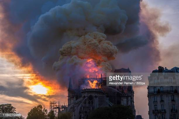 notre dame fire (of ) - notre dame de paris photos et images de collection