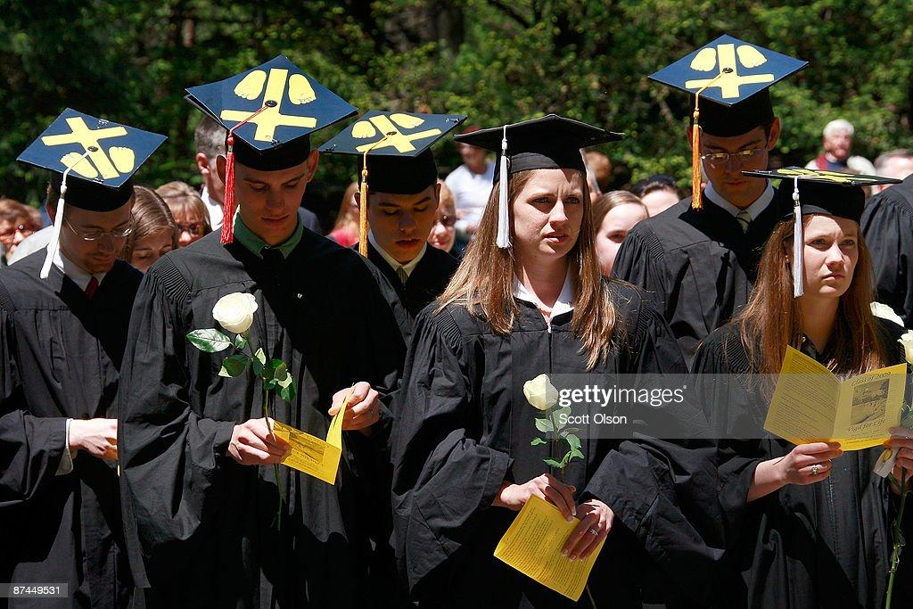 Obama Makes Contentious Appearance At Notre Dame Graduation Ceremony : Nachrichtenfoto
