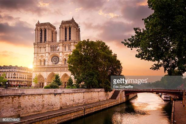 notre de paris in sunrise - notre dame de paris stock photos and pictures