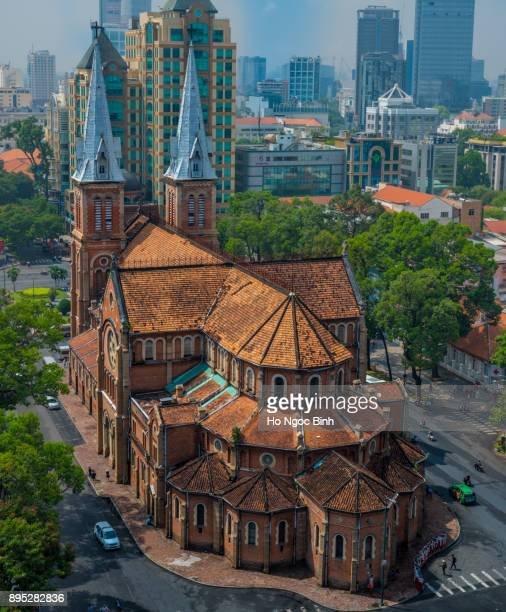 notre-dame cathedral basilica of saigon, officially cathedral basilica of our lady of the immaculate conception is a cathedral located in the downtown of ho chi minh city, vietnam - ho chi minhstad stockfoto's en -beelden