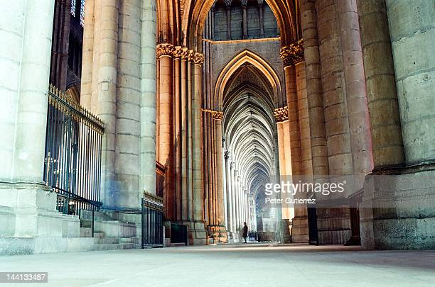 notre-dame de reims gothic cathedral - reims cathedral stock pictures, royalty-free photos & images