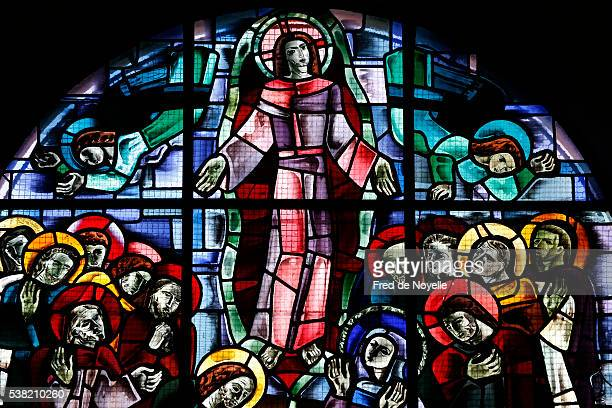 notre-dame des otages church. stained-glass window. ascension of jesus. - ascension of jesus christ photos et images de collection