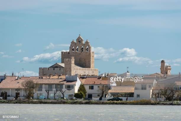 notre-dame-de-la-mer church, saintes-maries de la mer, camargue, provence-alpes-cote d'azur, france - サントマリードラメール ストックフォトと画像