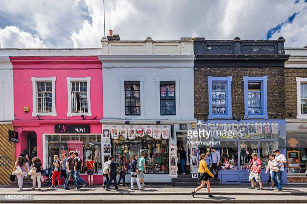notting hill, shops in pembridge road - stadsstraat stockfoto's en -beelden