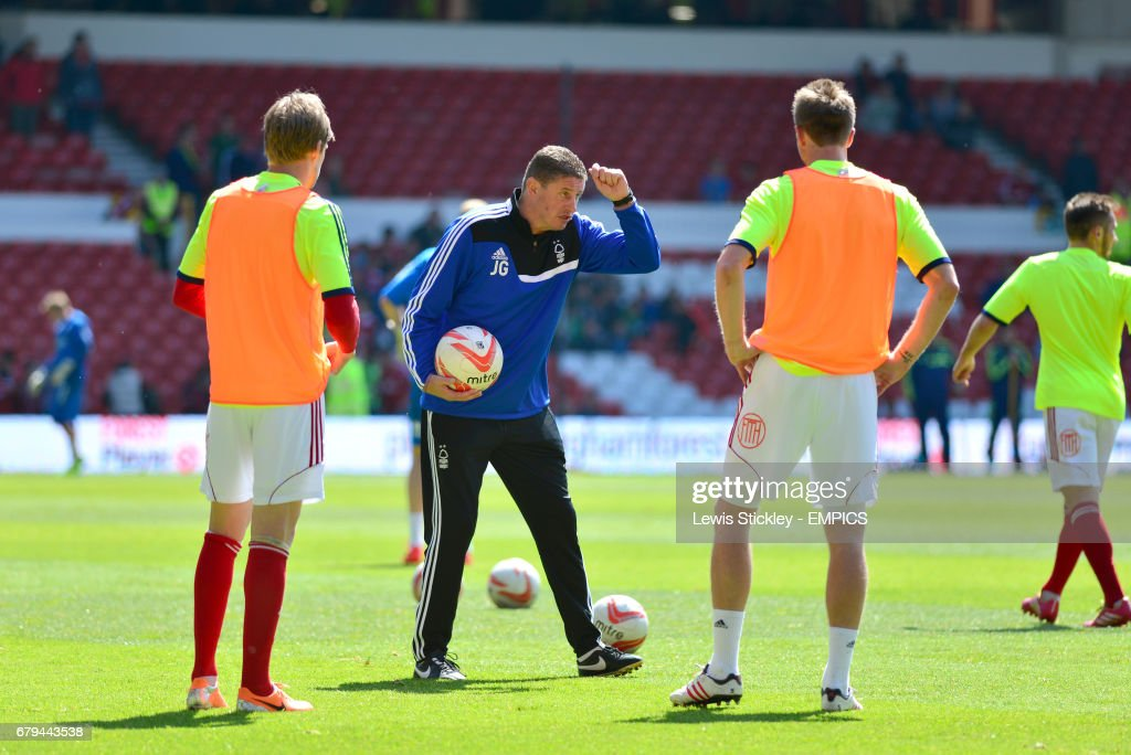 Nottingham Forest coach Jimmy Gilligan (centre) instructs the players during warm-up drills