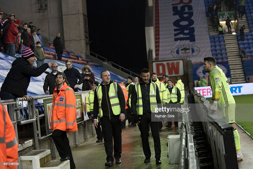 Nottingham Forest fan shouts at Stephen Henderson after the Emirates FA Cup Third Round match between Wigan Athletic and Nottingham Forest at the DW Stadium on January 7, 2017 in Wigan, England (Photo by Nathan Stirk/Getty Images).