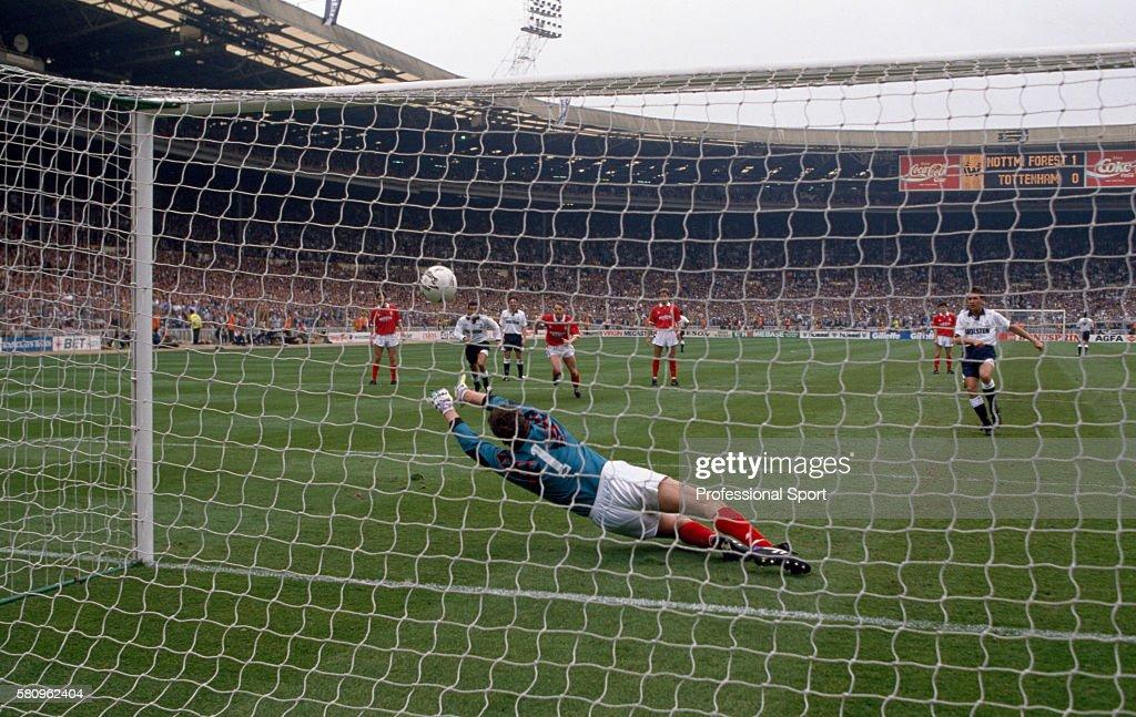 FA Cup Final - Tottenham Hotspur v Nottingham Forest : News Photo
