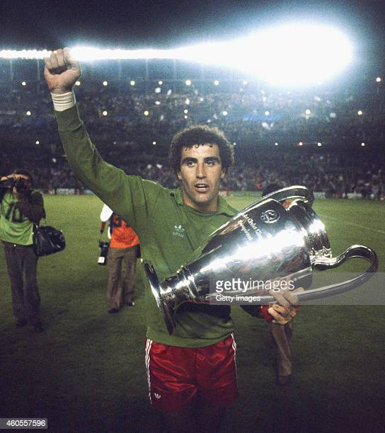 Nottingham Forest goalkeeper Peter Shilton celebrates with the trophy after Forest had beaten SV Hamburg to win the 1980 European Cup at the Bernabau...