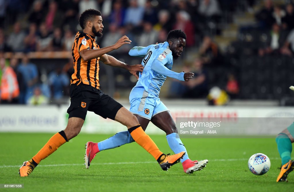 Nouha Dicko of Wolverhampton Wanderers scores a goal to make it 1-3 during the Sky Bet Championship match between Hull City and Wolverhampton at KCOM Stadium on August 15, 2017 in Hull, England.