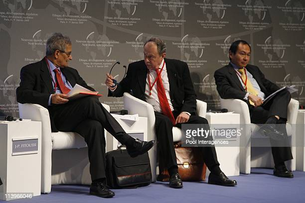 'Nouveau Monde Nouveau Capitalisme' conference In Paris France On January 08 2009Amartya Sen professor of economics Michel Rocard Senator and Francis...
