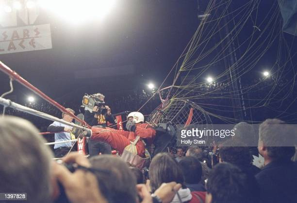 General view of the Fan Man landing near the ring during a fight between Riddick Bowe and Evander Holyfield in Las Vegas Nevada Mandatory Credit...